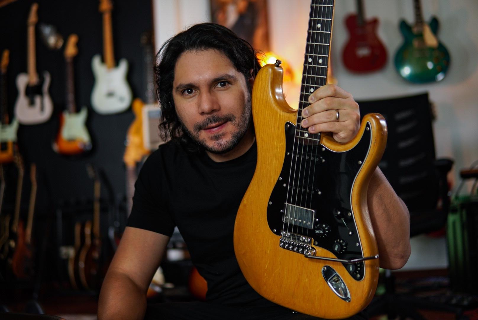 Javier Serrano, guitarra con trémolo VegaTrem